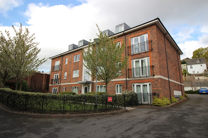 Two Double Bedroom Flat In Redhill