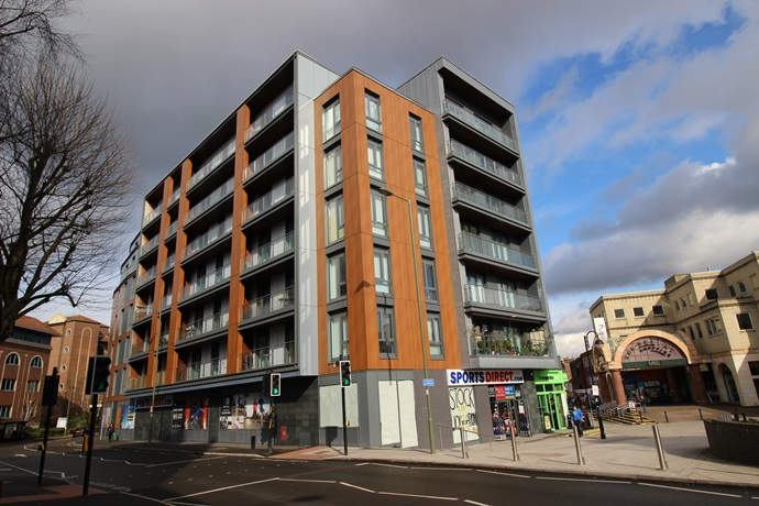 Two Bedroom Flat In Redhill Town Centre