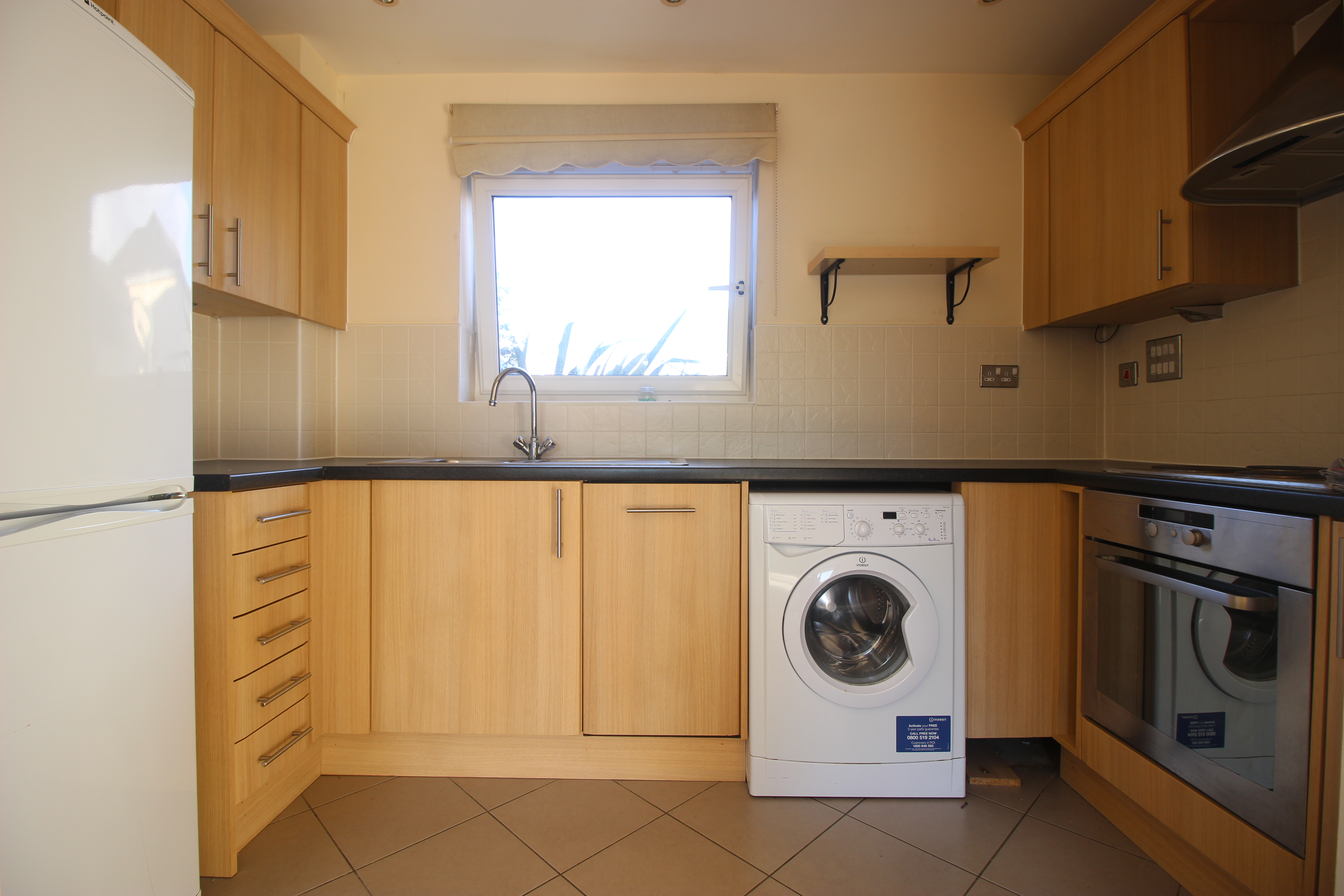 Two Bedroom Flat In Redhill With Patio