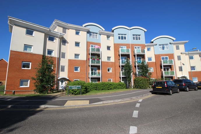 Two Bedroom Flat with Balcony In Redhill