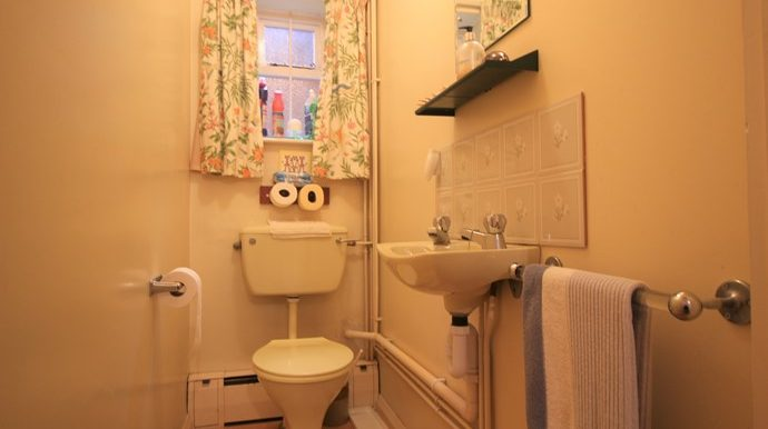 Cloakroom (s)