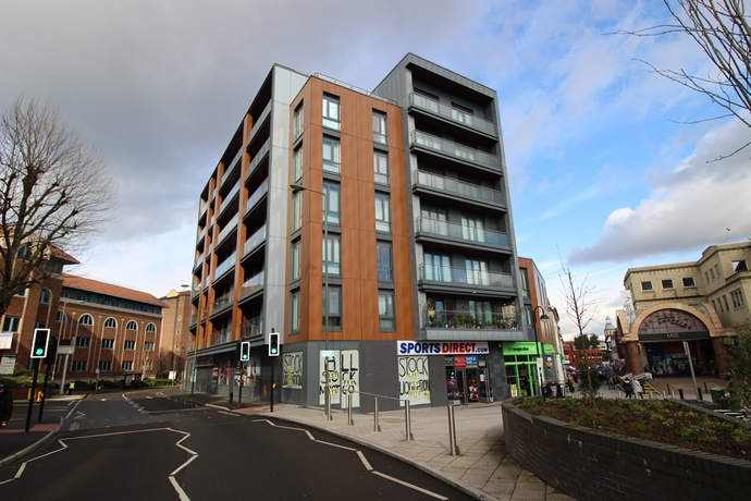 Two Bedroom Apartment In Redhill Town Centre