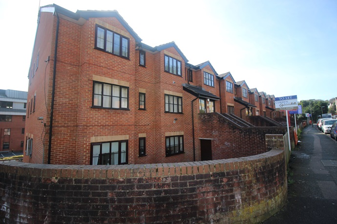 One Bedroom Flat In Redhill