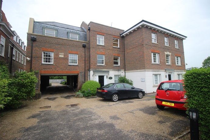 Two Bedroom Apartment Close to Merstham Station