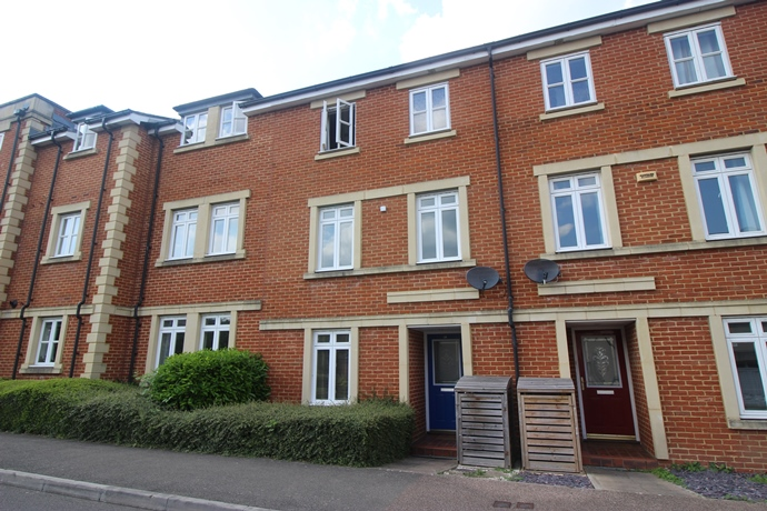 Five Bedroom House in Royal Earlswood Park