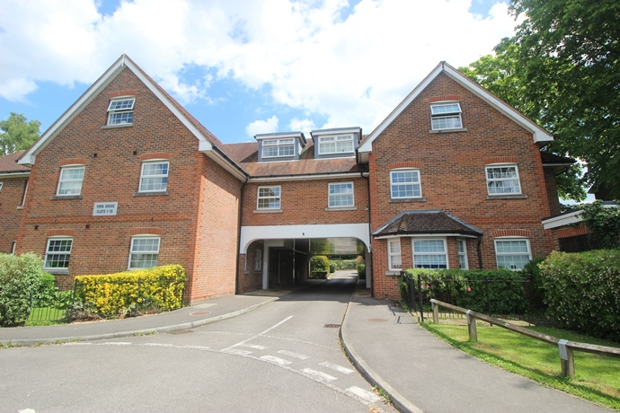 Two Bedroom Ground Floor Flat in Lower Kingswood