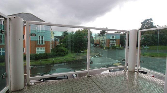 Balcony (s)