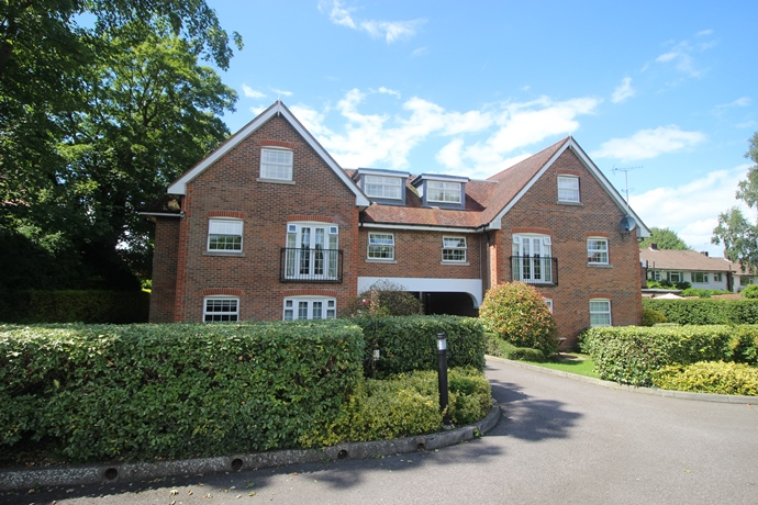 Two Bedroom Apartment in Lower Kingswood