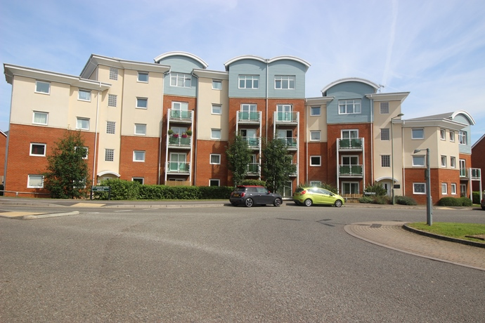 Spacious Two Double Bedroom Apartment in Redhill