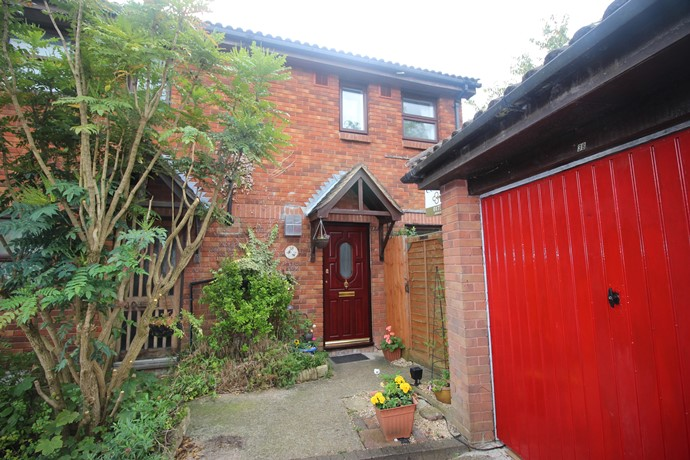 Two Double Bedroom End of Terrace House