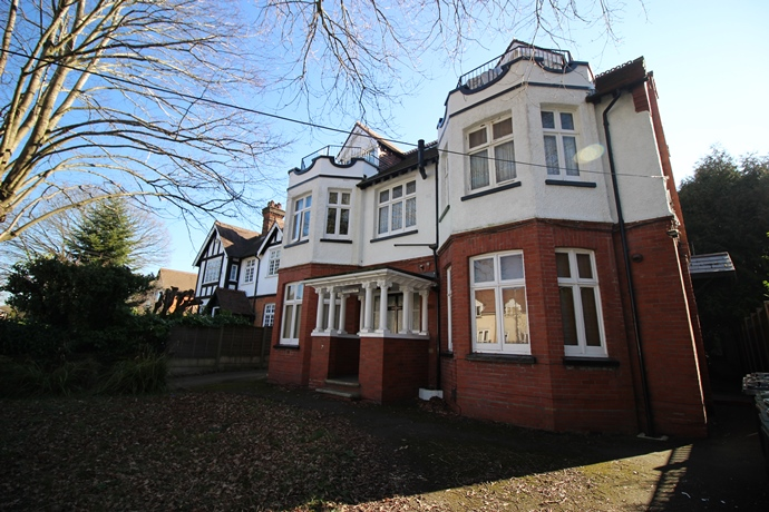 Studio Flat Ideal For Access to Redhill Station