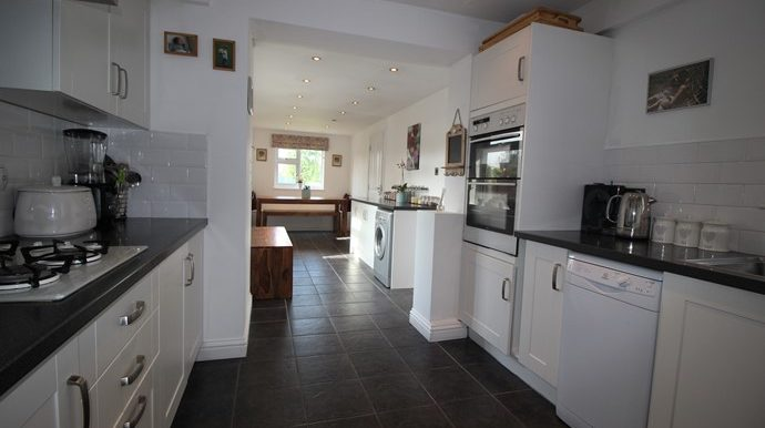 Kitchen & Breakfast Room 2 (s)