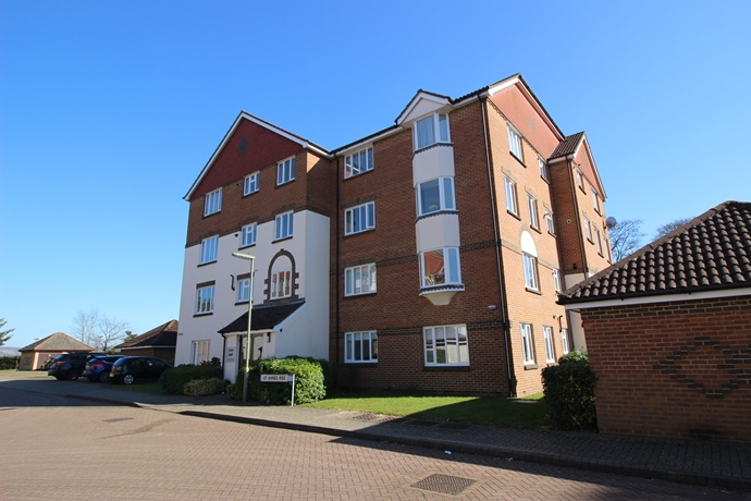 Two Bedroom Apartment Close to Redhill Station