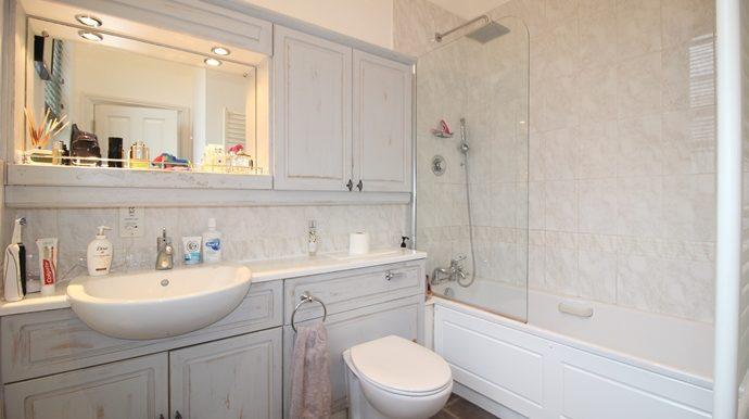 En-Suite Bathroom (s)