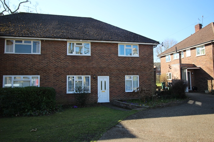 Two Bedroom Maisonette in Town Centre Location