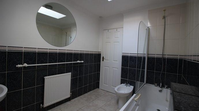 Bathroom 2 (s)