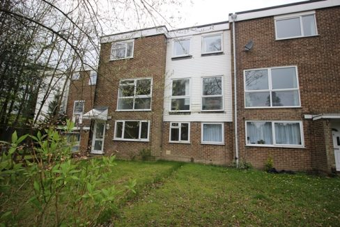 crawley 2 bed maisonette