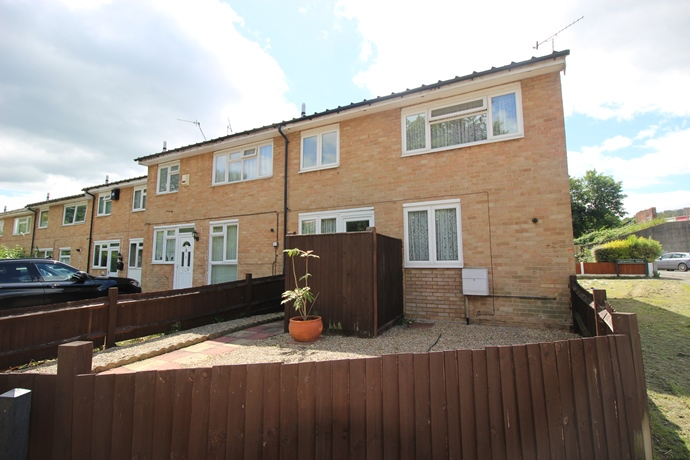Three Bedroom House in Town Centre Location