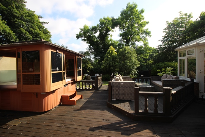 Decking Area 2 (s)