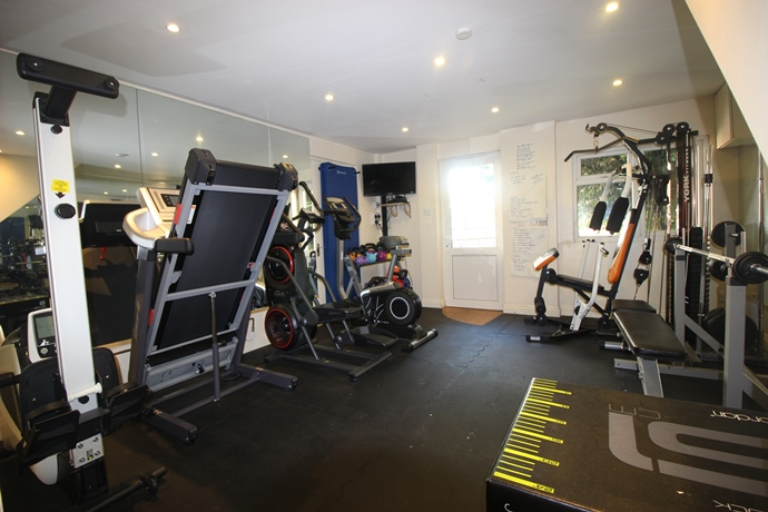 Gym (s)