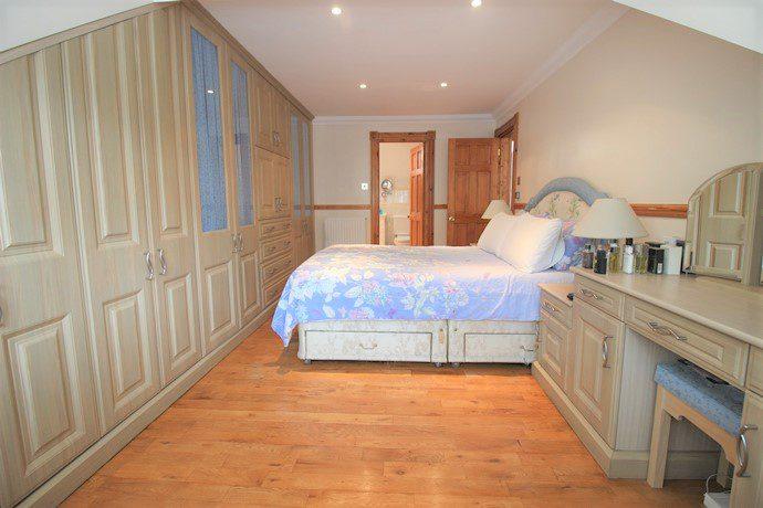 Master Bedroom 3 (s)