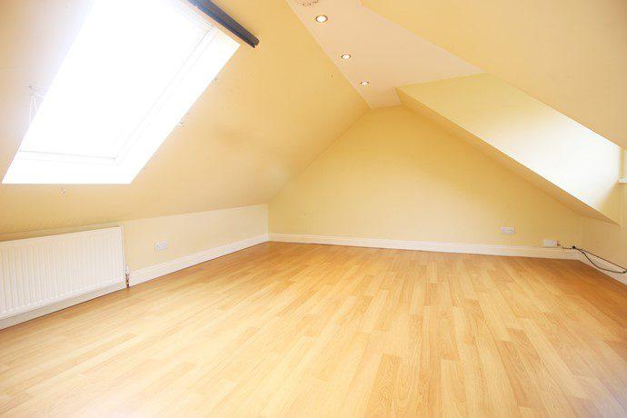 Bedroom 2 (s)