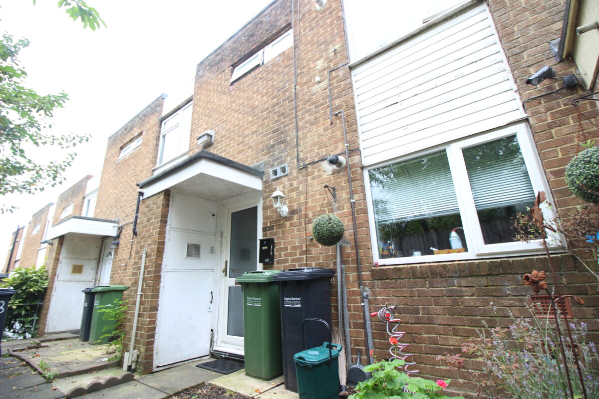 Two Bedroom Flat Located in Earlswood