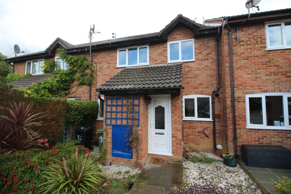 Newly Decorated Two Bedroom House in Merrow