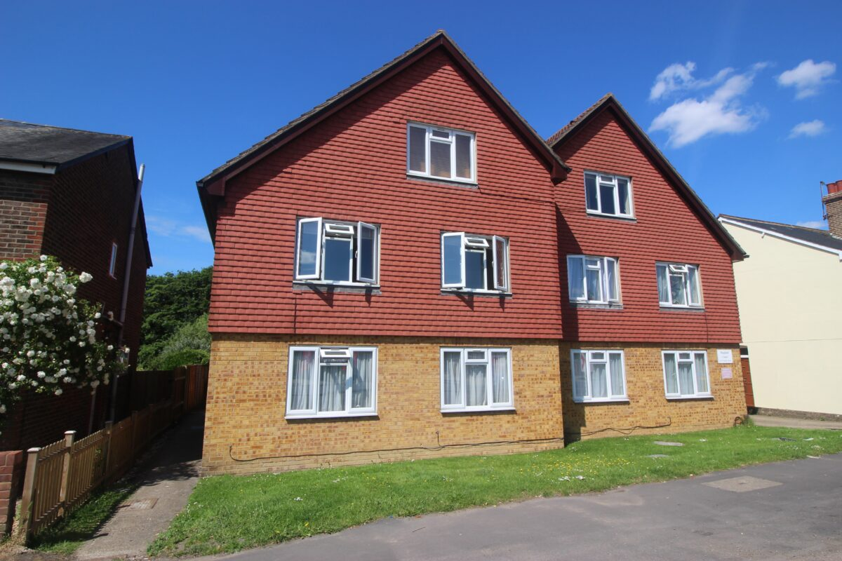 Spacious One Bedroom Flat South of Redhill