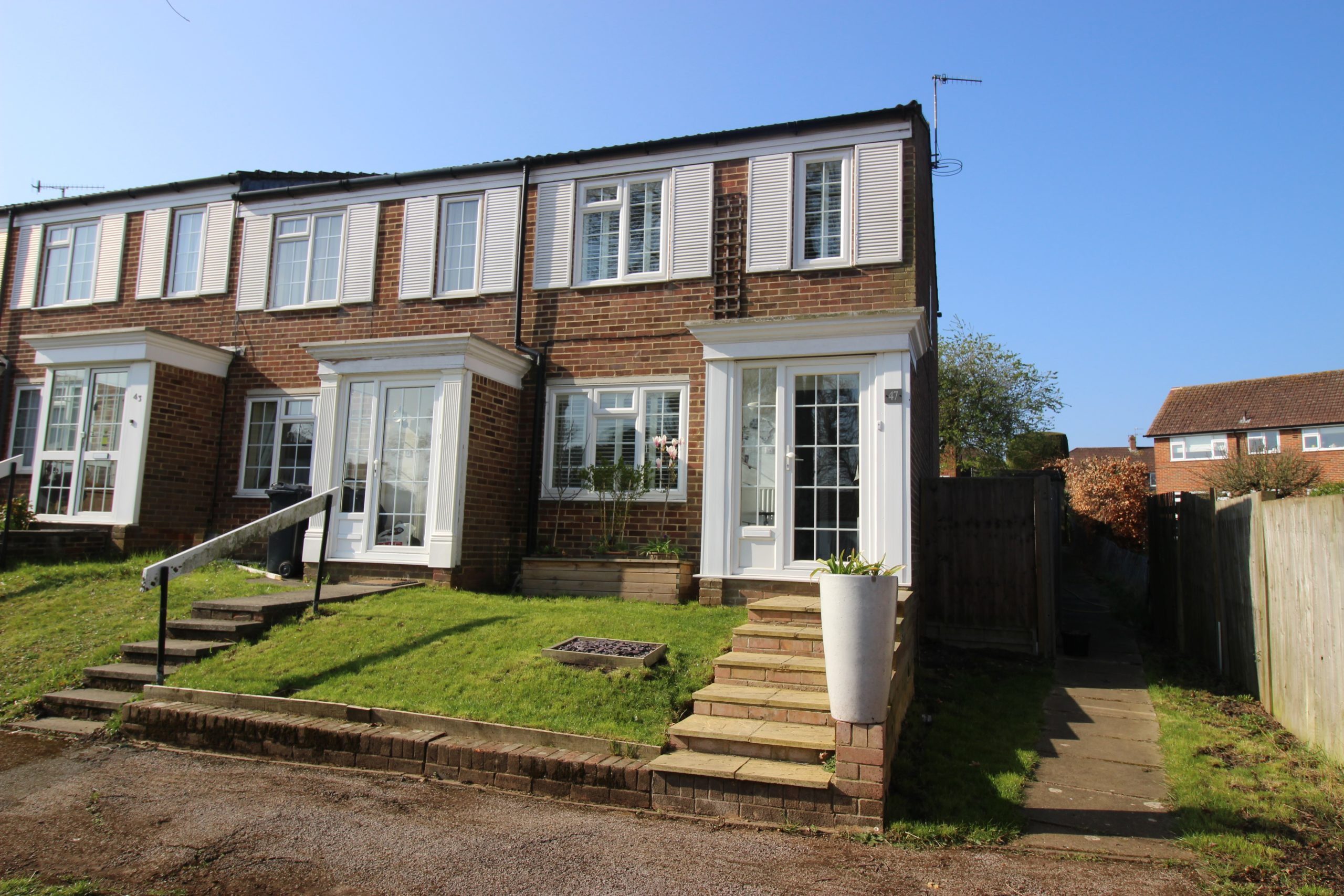 Three Bedroom End of Terrace Property Close to Redhill Station