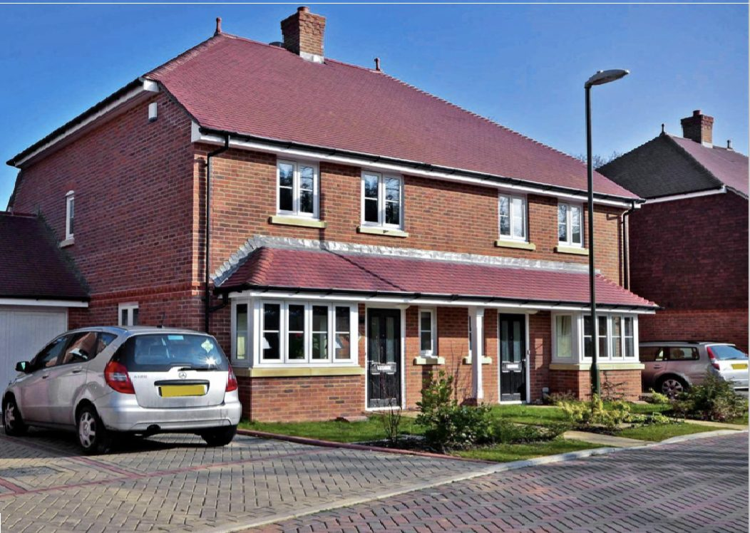 Modern Four Bedroom Family Home in Horley with Garage & Driveway