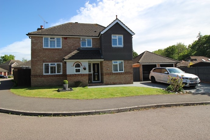 Four Bedroom Detached House in Crawley Down