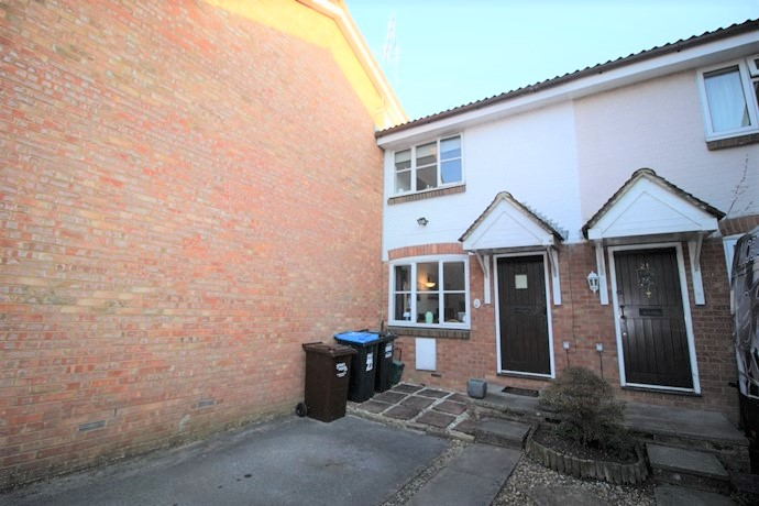 Two Bedroom House in Sought After Location in South Nutfield
