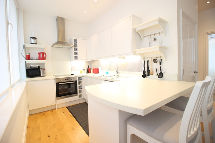 Two Bedroom Open Plan Apartment in Redhill Town Centre